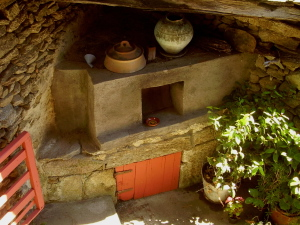 The cottage courtyard garden and bread oven