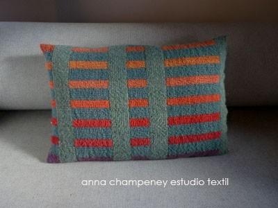 Prototipo de cojín por Anna Champeney Estudio Textil