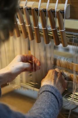 a 800 pix threading loom