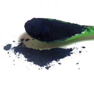 indigo powder on a spoon 450pix
